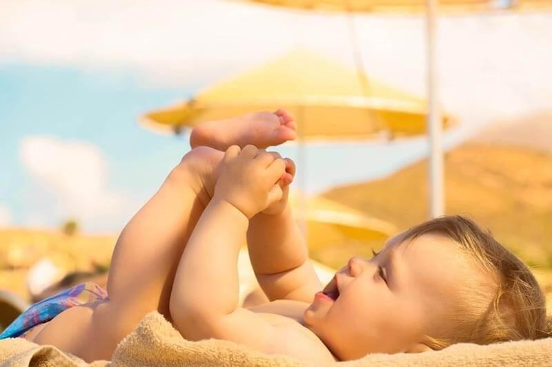 bimbo-spiaggia